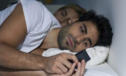 Vrouw versus mobiel
